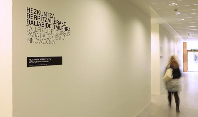 http://grafiksarea.com/wp-content/uploads/carlos-santamaria05.jpg
