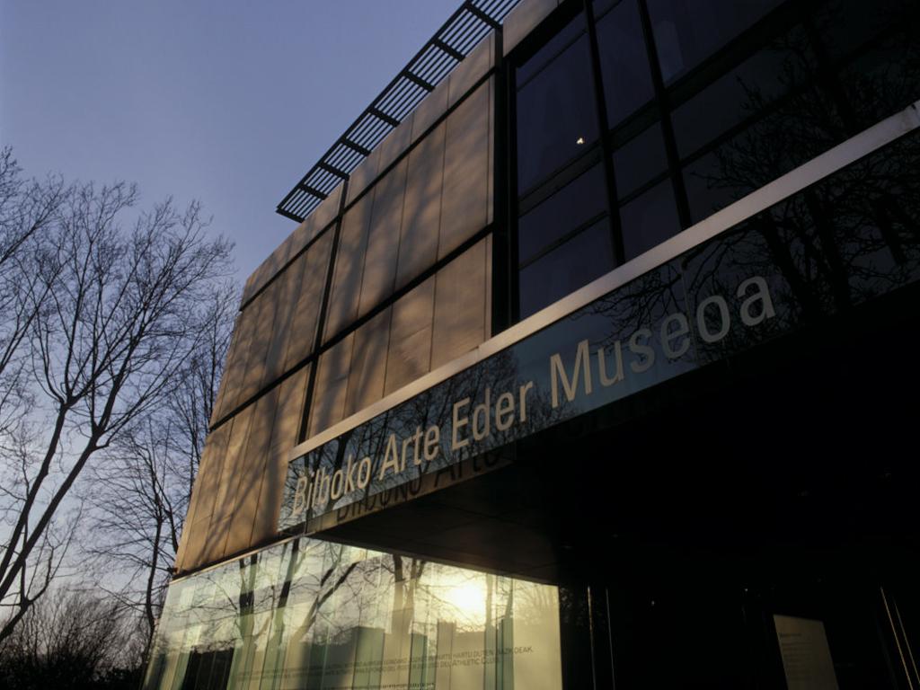 http://grafiksarea.com/wp-content/uploads/museo-bellas-artes-bilbao_008.jpg